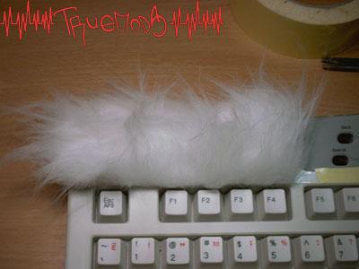 Клеим мех на клавиатуру